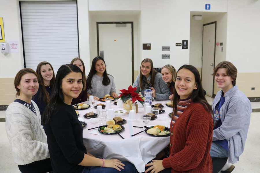 Some+seniors%2C+who+are+members+of+National+Honors+Society%2C+volunteered+at+the+dinner.+Pictured+here+%28clockwise%29+are+Jasmine+Campos+%28in+the+red+sweater%29%2C+Ben+Hohner%2C+Ellie+Dapier%2C+Ab通过+Parkerson%2C+Rayna+Wuh+%28a+Drops+of+Ink+staff+member%29%2C+Katie+Olson%2C+Stephanie+Lukas%2C+Polina+Kleandrova+and+Emma+Manolovic.