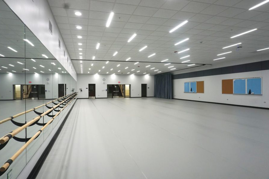 The+new+dance+studio+is+on+the+lower+level+of+the+old+pool+area.+P.E.+courses%2C+poms%2C+and+orchesis+will+be+able+to+utilize+this+new+space.
