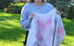 Katie Numeras, a senior, started making and selling tye-dye clothes in April through her Instagram的 account. She's been selling her products locally and in other states, such as Tennesse, Texas, and Georgia.